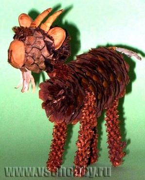 Поделка из шишек коза - дереза