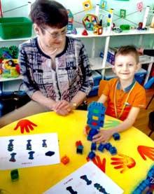 Образовательная деятельность в старшей группе по конструированию на тему: Квест — игра «Светофор – регулировщик»
