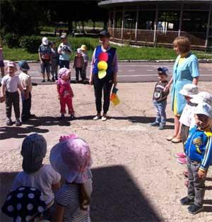 Сценарий развлечения в младших группах по ПДД «В гостях у Светофорика»