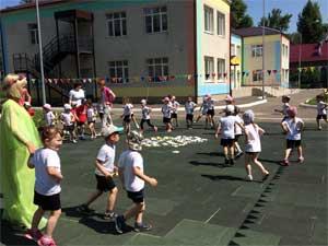 Праздник в детском саду на тему: Лето «На цветочной поляне!»