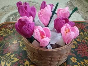 Конструирование из гофробумаги. Красивый букет цветов.