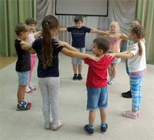 Значение коммуникативных танцев — игр в музыкальном и социально-личностном развитии детей дошкольного возраста