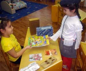 О формировании информационной компетентности у будущих школьников посредством сюжетно-ролевой игры.