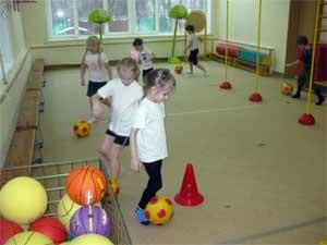 Конспект тематического занятия по физической культуре для детей подготовительной группы «Путешествие в королевство спортивных мячей»