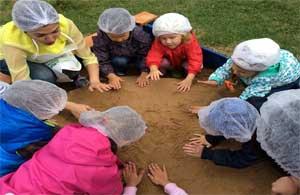 Исследовательская работа для старшей группы «Свойства мокрого песка»