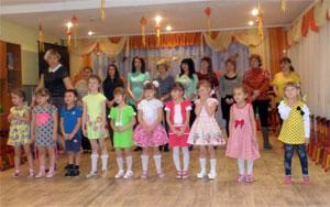 Сценарий совместного развлечения с детьми старшего дошкольного возраста и их мамами КВН к Дню матери в старшей группе
