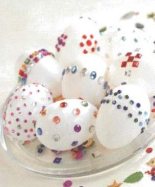 Как можно украсить пасхальные яйца